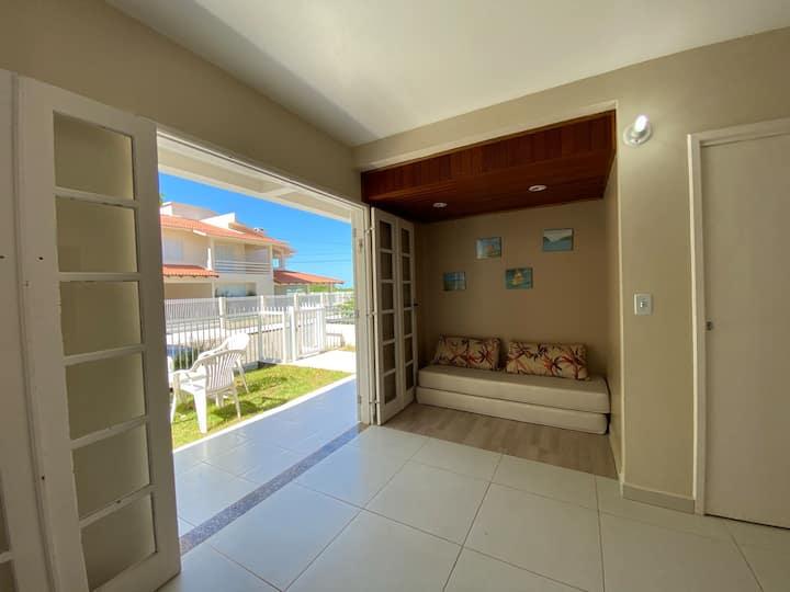 Apartamento 2 dormitórios, 20 M da praia de Palmas