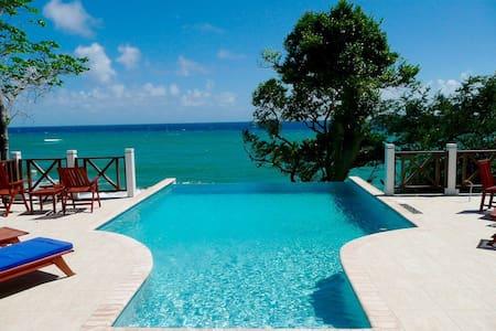 Emoyeni Luxury Villa