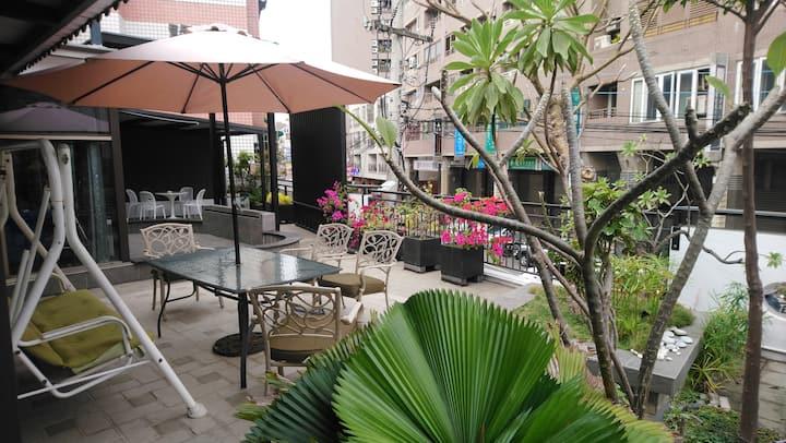 晴空花園 透天包棟 獨立客餐廳  門口車位(如辦活動 20人以內 以六小時為單位 不提供住宿)