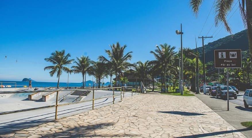 Casa cond. Recanto Barão Boiçucanga frente praia