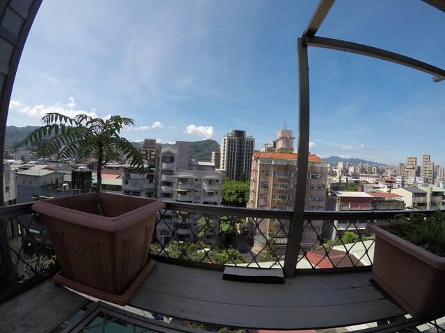 考試院, warm stay with nice view, near Taipei Zoo