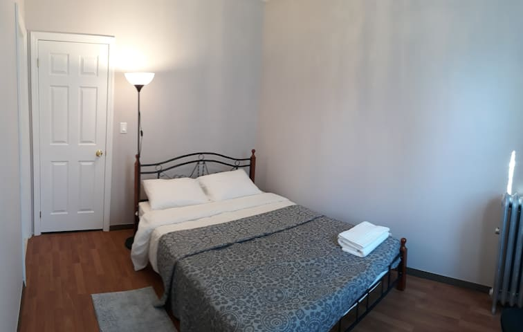 Cozy, spacious private room on Voorhies Av/E 18 St