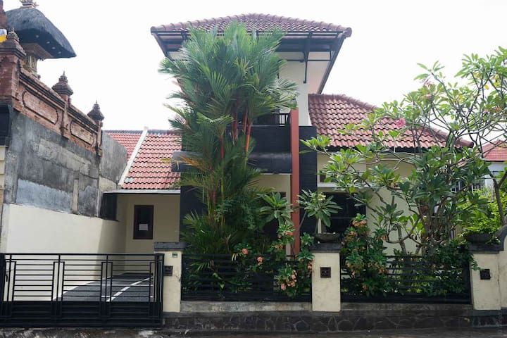 Cozy Private Home,Pool, GYM  2 BR (sleeps 6/7) - Mengwi - Hus