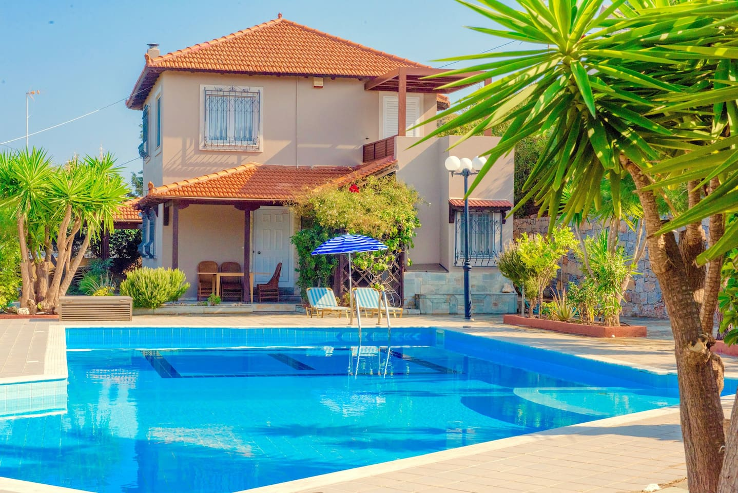 Welcoming Villa Apollo with private pool, 3 bedrooms, tennis court and amazing sea views. Great location just 1.5km away from the beach.