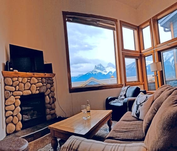 Downtown Loft Condo, Stellar Mountain Views, Family Friendly, Walker's Paradise