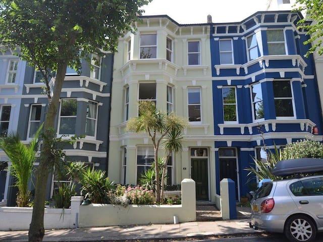 Large beautiful charming home very nr. sea - Brighton - Haus