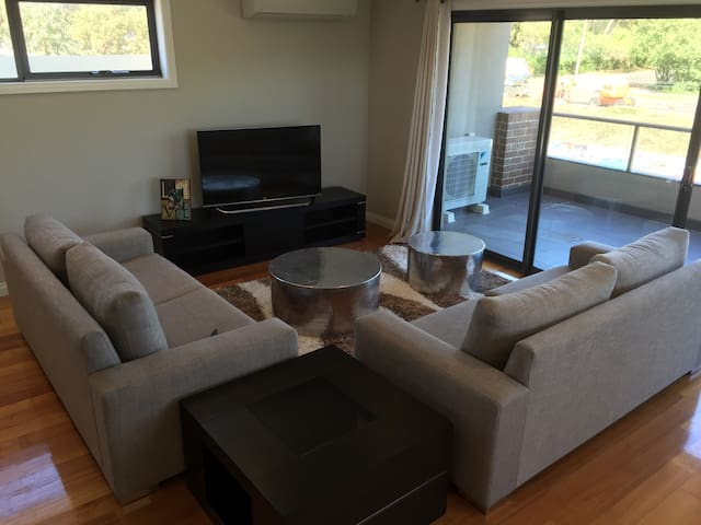 Modern light-filled stylish place! 2br 1ba 1carP - Bayswater - Lejlighed