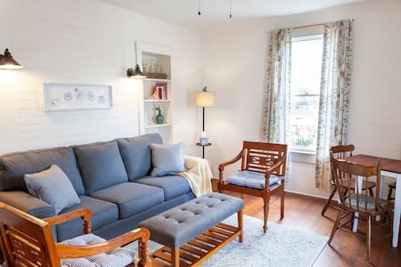 Farmhouse-Chic Suite Between Downtown and Beach ☆