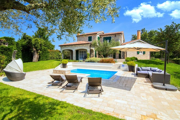 Luxury villa with private swimming pool and summer kitchen in quiet Baderna nearby Porec
