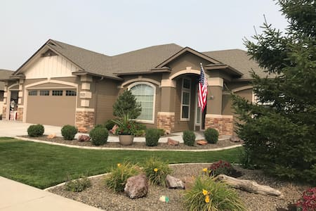 Feel at Home in Nampa—Comfy Guest Room & Bath
