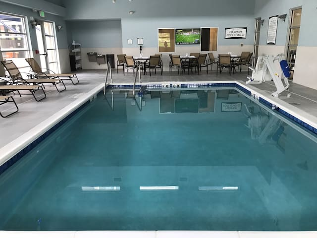 King Suite. Free Breakfast. Pool with a Slide. Great for Business Travelers!