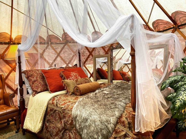🌲🏕🌲Romantic Stay, Hand Painted Yurt In The Woods
