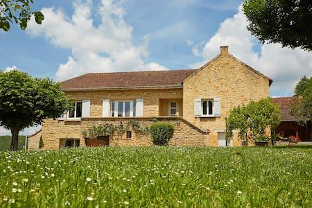 Maison traditionnelle rénovée, proche châteaux