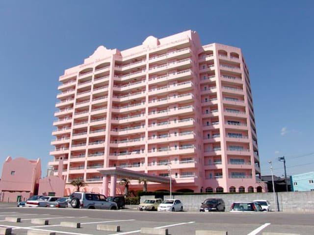 海を望むピンク色のリゾートマンション - いすみ市