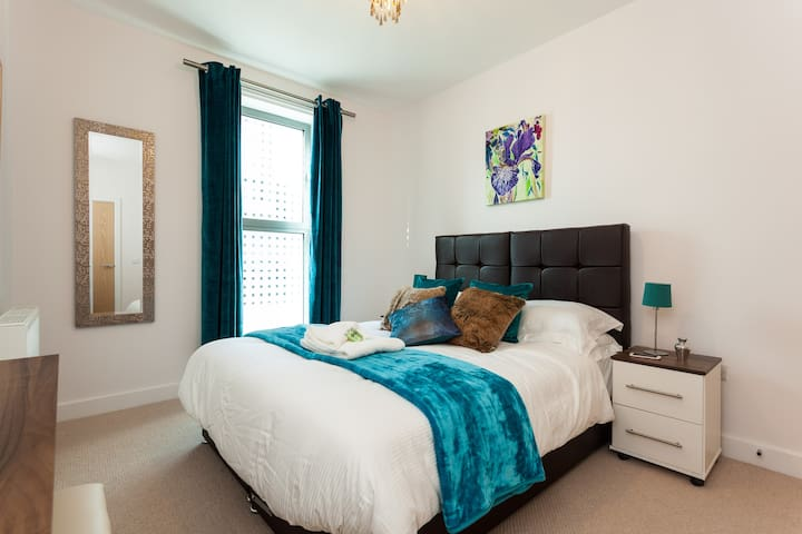 Castle Haven ✰ central Redhill sleeps 4♥✰