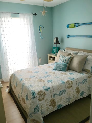 Cozy Coastal Room Minutes from Anna Maria Island