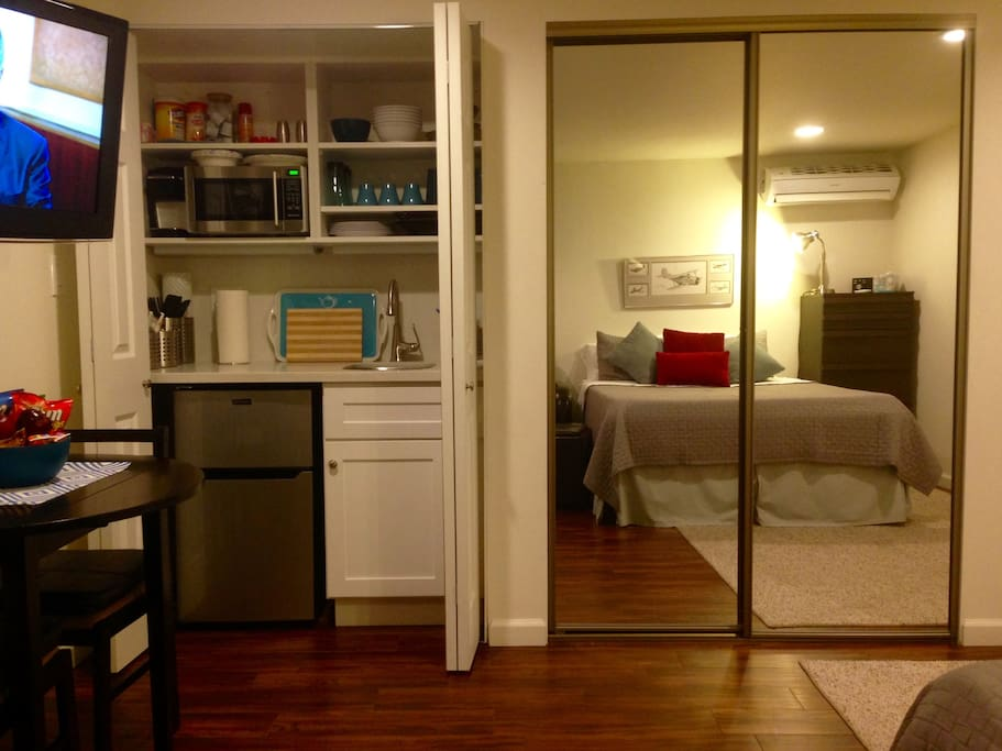 totally private mini studio patio maisons louer los angeles californie tats unis. Black Bedroom Furniture Sets. Home Design Ideas