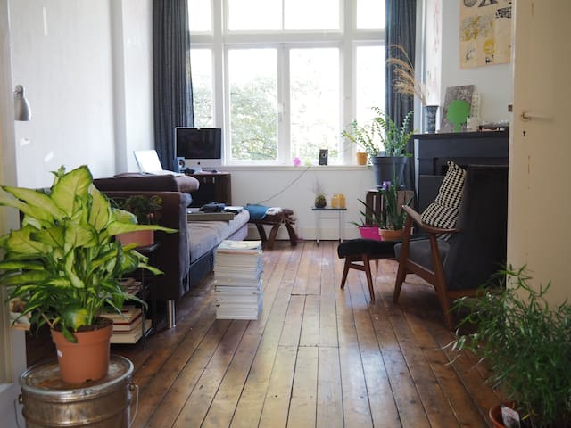 The Hague Apartment // Green-Cozy-Light-Happy : ) - Stadsgewest Haaglanden - Apto. en complejo residencial