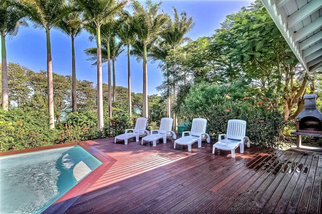 Villa avec piscine privée et belle terrasse avec bains de soleil