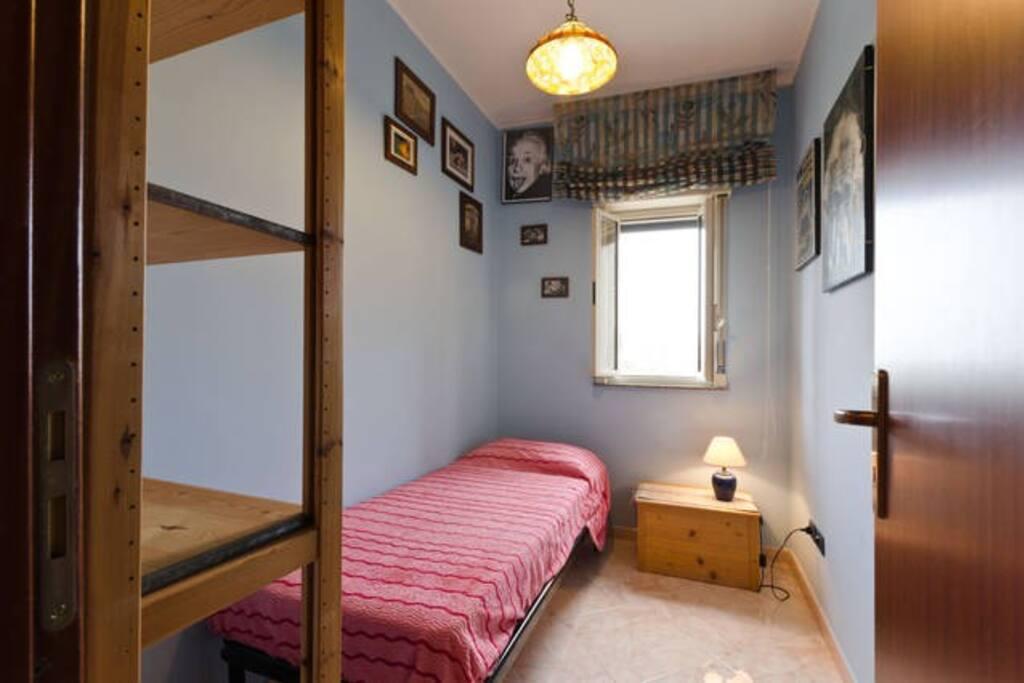 La stanza di melina appartements louer torregrotta for Louer une chambre sans fenetre