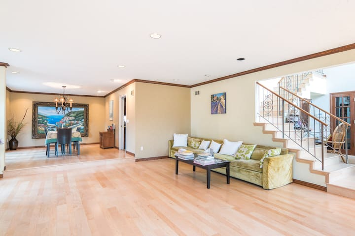 Private Wing in Quiet & Bright Home - Calabasas - Huis