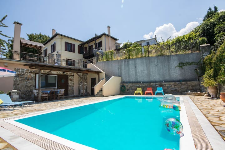 Elegant guest house with private pool & great view