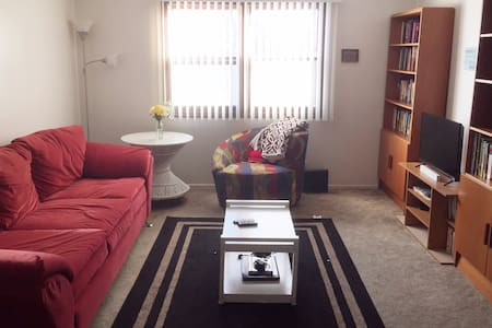 Warm and Cozy Two Bedroom - Lincoln