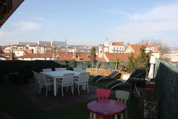 Nid de 83 M2 sur toit terrase plein centre de Lyon - Lyon - Apartment