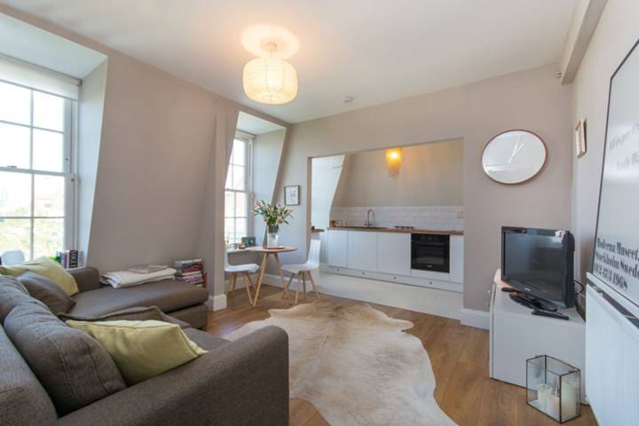 Beautiful flat seconds from the heart of Brixton - London