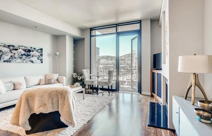 Luxury Downtown Condo in The Pearl