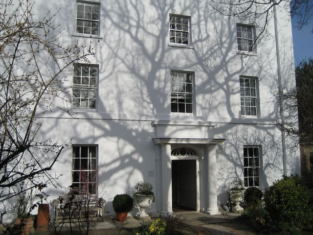 3rd of 4 rooms in Georgian house by Greenwich Park - London - House