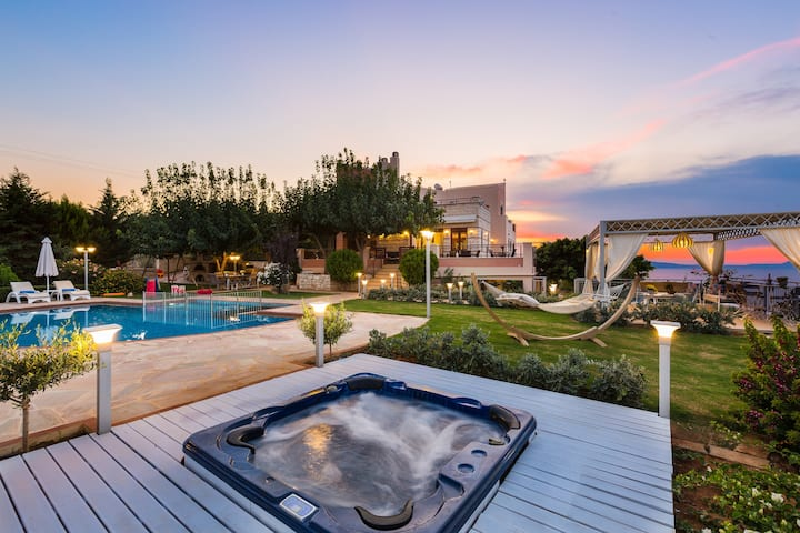 High Quality Family Villa with Panoramic Sea View!