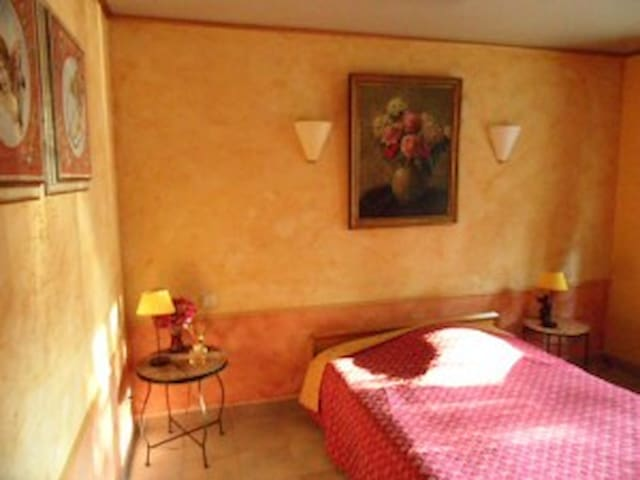 L'OLIVERAIE - Lambesc - Bed & Breakfast