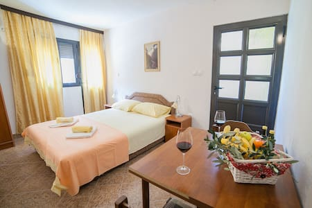 Harmony - Cozy Double Room with Balcony - Budva - Apartment