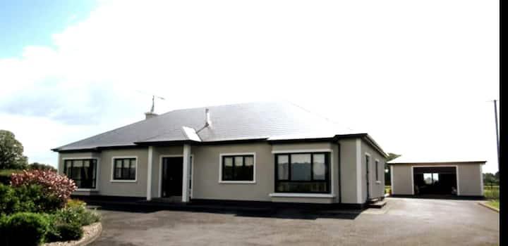 Lurgan Lodge, Mayo -spacious country retreat
