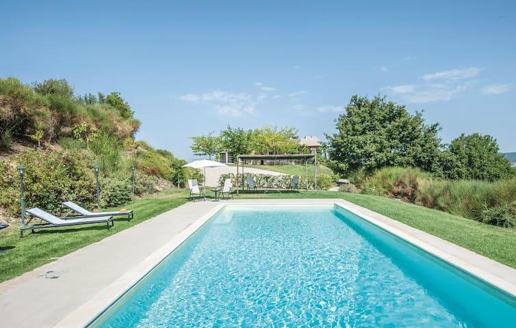 Luxury Modern Villa on Umbrian hillside
