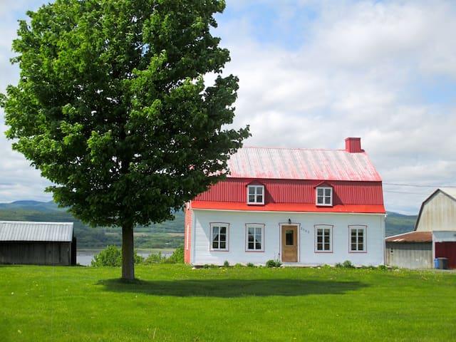 A la Ferme du Pot au Beurre - Saint-Pierre-de-l'Île-d'Orléans - บ้าน