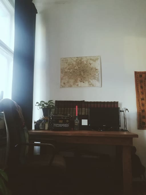 your private room (an old typewriter and a bigger screen for your laptop - an old map of Berlin on the wall)