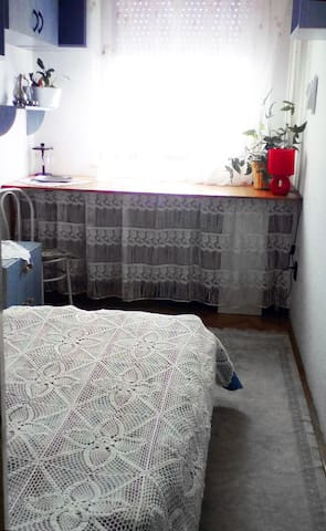 Private Guestroom at cozy family home