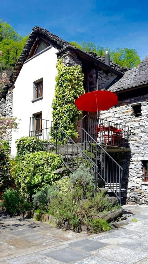 Rustico Sette Bello, nah von Locarno, im Maggiatal