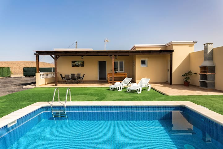 Tranquil Villa Ralue with Pool, Terrace & Garden; Parking Available, Pets Allowed