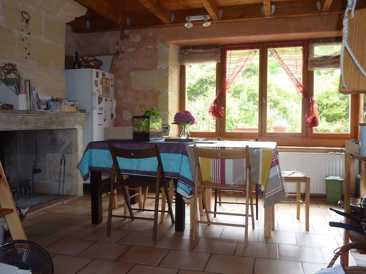 Chambre dans maison traditionnelle du bordelais