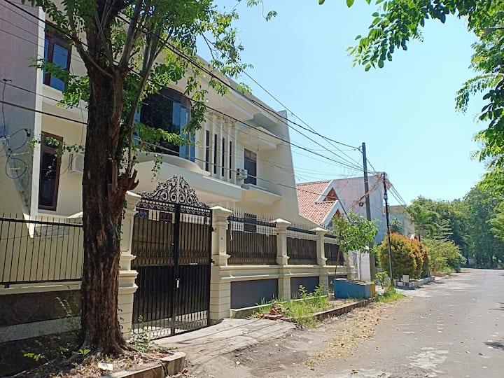 Kamar pribadi di pusat Kota surabaya