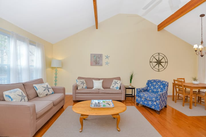 Charming 3 Bedroom Home in Ocean Pines with Screen Porch, Pools & More!