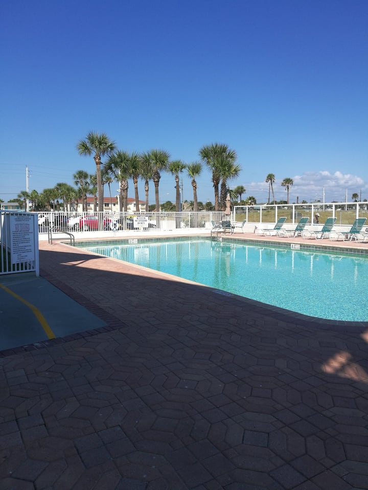 Beach condominium, great location , and freshly renovated condominium on the beach