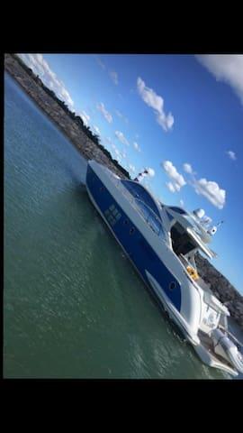 62 feet Azimut Yacht  for 17 guests