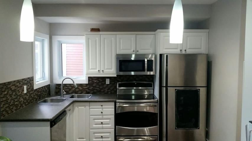 Kitchen (shared space): fridge, stove, oven, microwave, Lagostina cookware, blender and all the kitchen tools you need to feel at home.