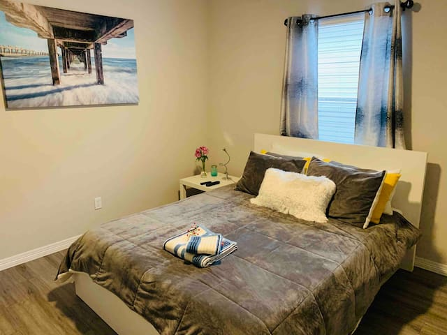 Comfy bedroom near Bush  IAH Houston Airport (#8)