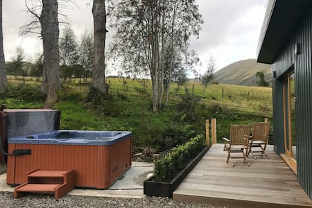 Darroch Garden Room #2 hot tub in Luss Loch Lomond