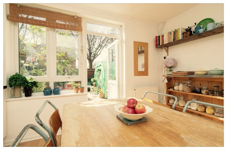 Petal house in East London. - Greater London - Bed & Breakfast